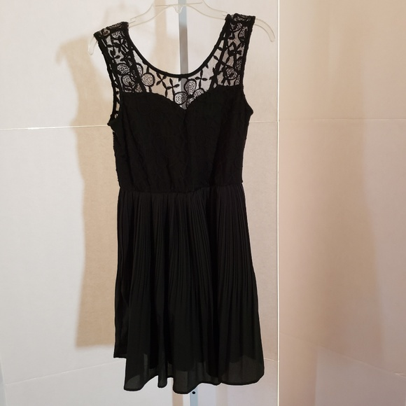 Monteau Dresses & Skirts - Monteau black lace dress sz Medium